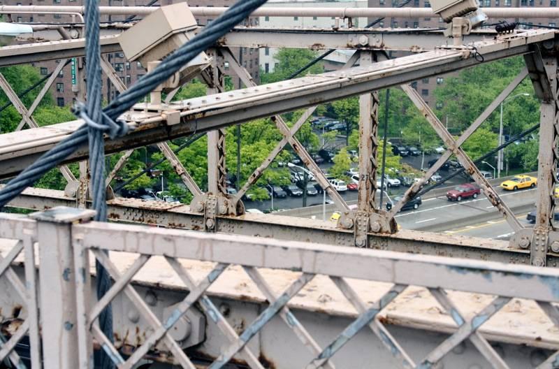 Op Brooklyn Bridge.